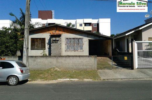Casa na Coloninha aceita automóvel na negociação !