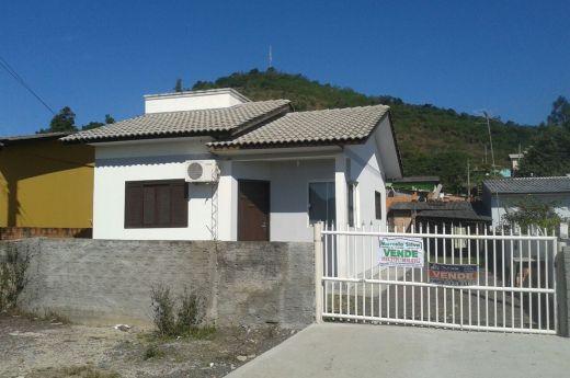 Casa de 02 quartos na Coloninha já financiada !!! Aceita negociar !!!