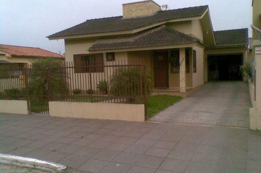 Casa de 03 quartos com suíte, móveis sob medida na Coloninha !!!