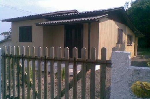 Casa de madeira nova - Jardim das Avenidas.